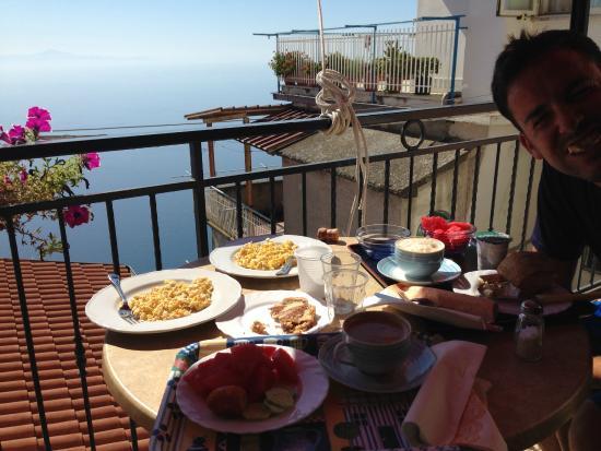 Villa Donna Fausta: Breakfast on our balcony