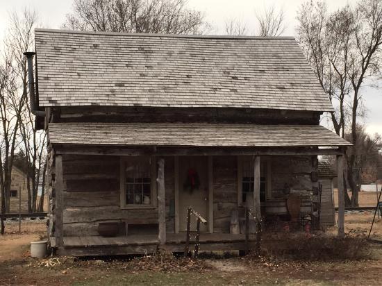 Abilene, KS: Historical log cabin