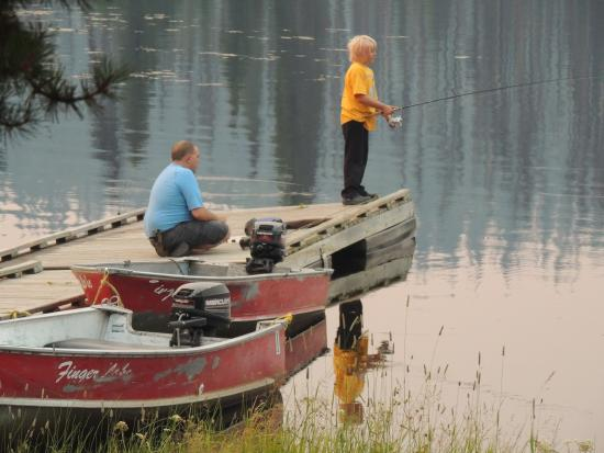 Finger Lake Wilderness Resort: Dock where you can fish (and catch something)