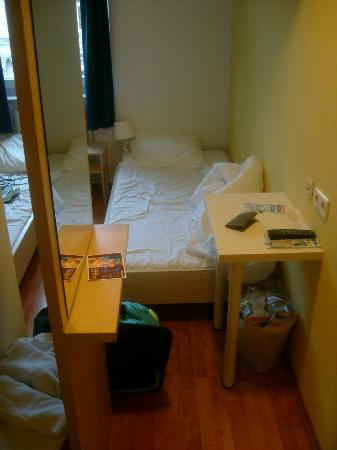 A&O Wien Stadthalle: 2nd cramped room