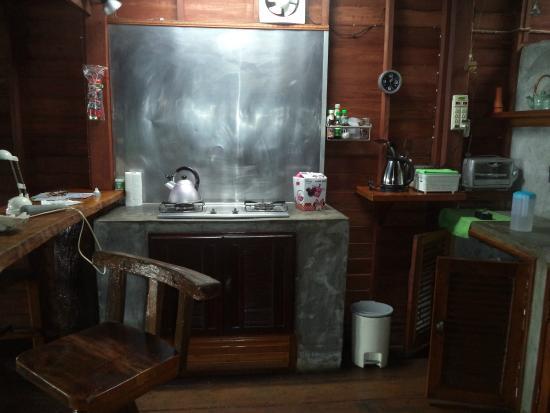 Lanta Pole Houses: kitchen
