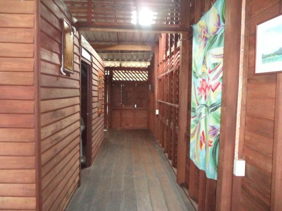 Lanta Pole Houses: hallway of the house