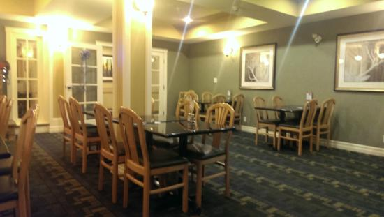 Holiday Inn Express Hotel & Suites Courtenay Comox Valley SW: Breakfast Area