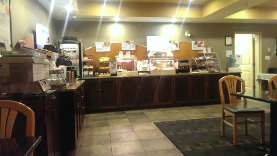 Holiday Inn Express Hotel & Suites Courtenay Comox Valley SW: Breakfast Area.