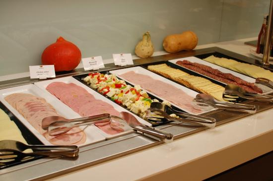 Hotel Duo: 朝食。生野菜が美味しかった