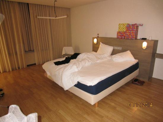 Hotel St. Martenslane : Double bed @ the annex