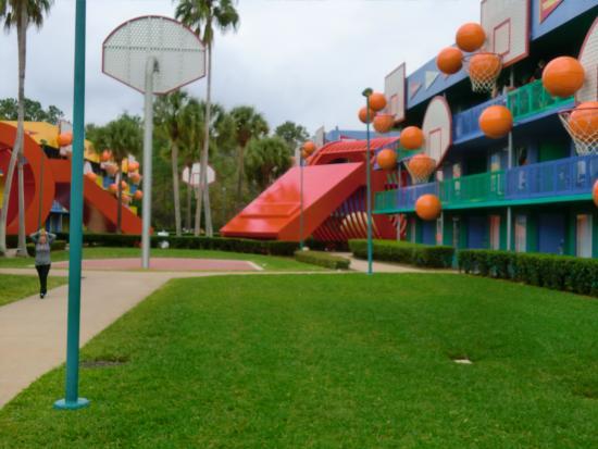 Disneyu0027s All Star Sports Resort: The Basketball Themed Rooms