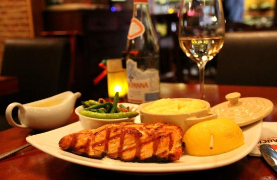 El Gaucho - Argentinian Steakhouse : Tasmanian Salmon - perfectly grilled - delicious!