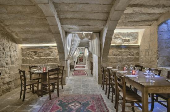 Redwhite Restaurant