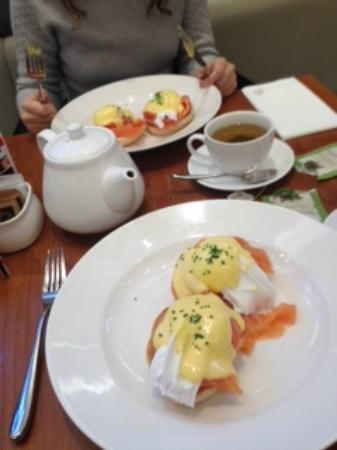 Cafe 21 at Fenwick: Eggs Royale - perfection