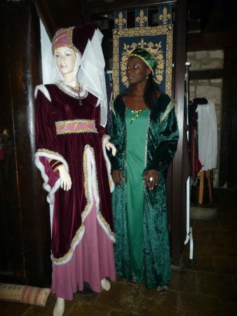 L'Escuelle des Chevaliers: En tenue médiévale pour le dîner !