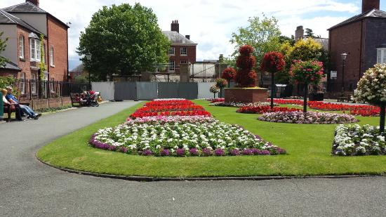 The Bryn B&B: Small quiet part of the large park in Oswestry, which has playground and bowling green.