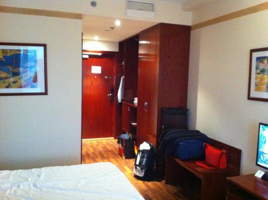 Holiday Inn Helsinki Exhibition & Convention Center: Room