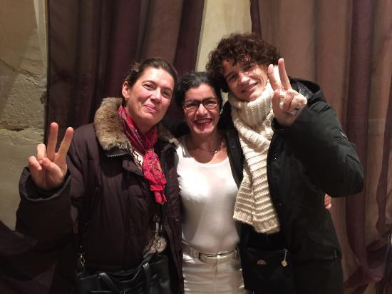 O'Kari Hammam : La proprietaria Karima (in centro)