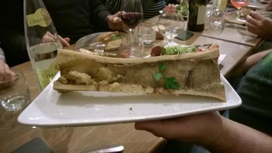 La Cave : Tibia de bœuf au gros sel, pain grillé