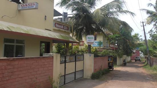 Oasis Beach Resort: отель