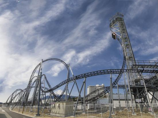 Fuji-Q Highland: takabisha, the steepest roller coaster in the world