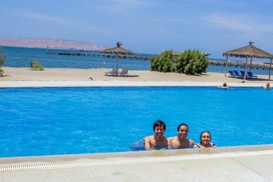 Piscina frente a la playa picture of san agustin paracas for Piscinas san agustin burgos