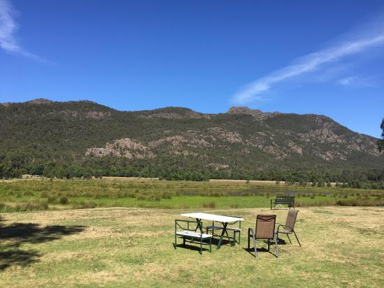 Halls Gap Motel: Beautiful view from our rooms!!