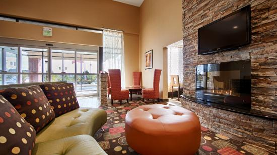BEST WESTERN Luxbury Inn Fort Wayne: Spacious beautiful new lobby