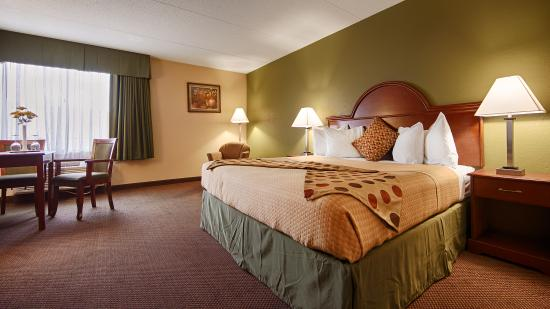 "Best Western Luxbury Inn Fort Wayne: Oversized King room with 37"" Inch HDTV"