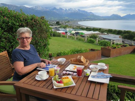 Lemon Tree Lodge: Breakfast on terrace