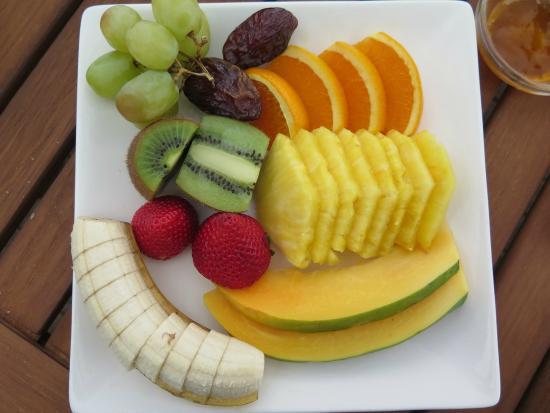 Lemon Tree Lodge: Breakfast fruit plate