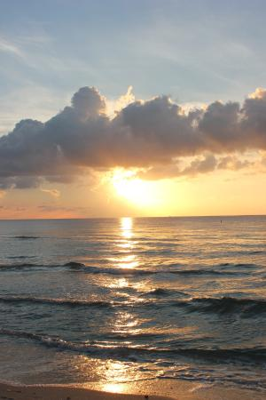 Sonnenaufgang am Strand vor dem Hotel ;-)