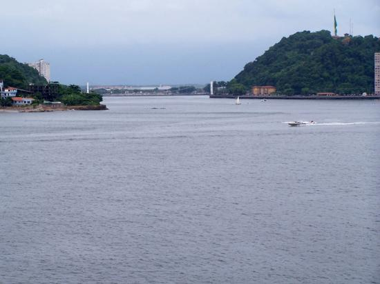 Ilha Porchat Hotel: Vista da piscina.