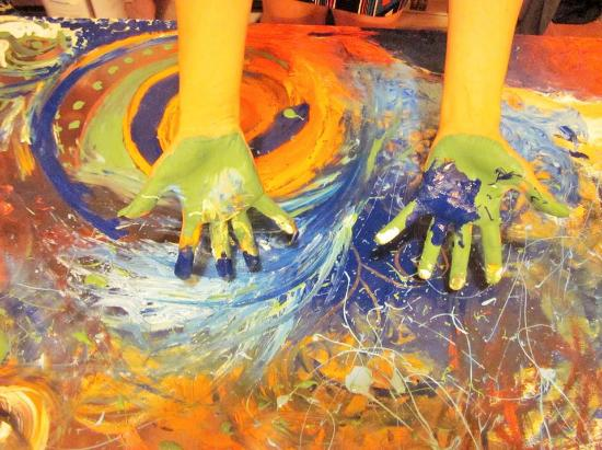A Casa di Amici Hostel and Guest House: painting hands