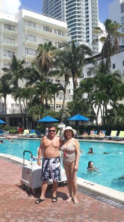 Four Points By Sheraton Miami Beach La Piscina Del Hotel Con Bruja Al Lado