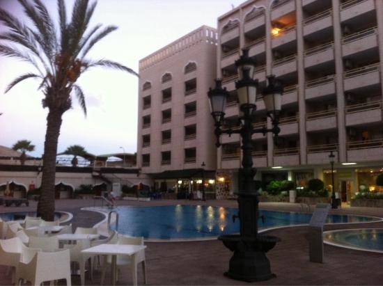 La piscina picture of kn columbus aparthotel playa de for Piscina la ballena tenerife