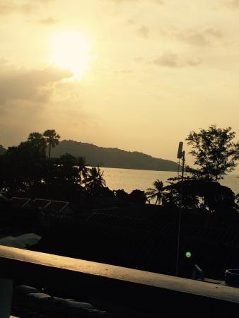 Rayaburi Hotel Patong: Вид с крыши у джакузи
