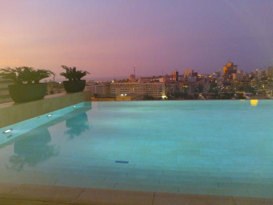 Hotel Alvalade: Vista da piscina