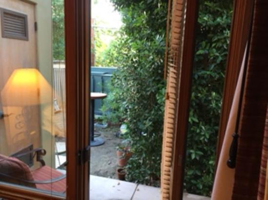 Los Arboles Hotel: view of the power generator