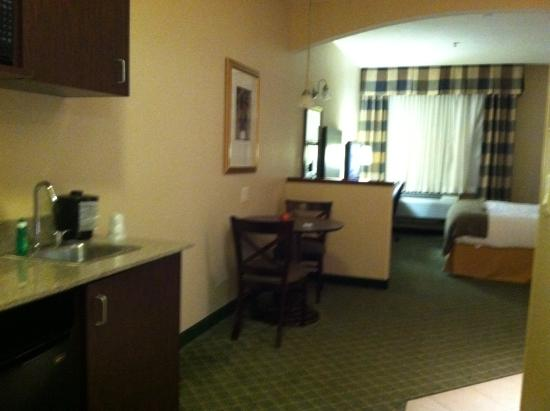 Holiday Inn Express Springfield: Sorry about quality it was getting dark.