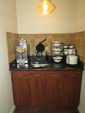 BEST WESTERN Lawrenceburg Inn: Make your own Waffles.