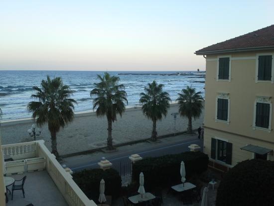 Lorenza Sul Mare : Vue de la fenêtre d'une des chambres
