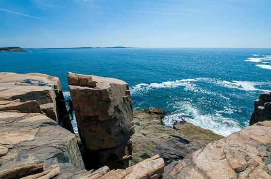 Atlantic Climbing School: Climbing in the chimney