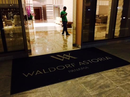 Waldorf Astoria Panama: Hotel entrance