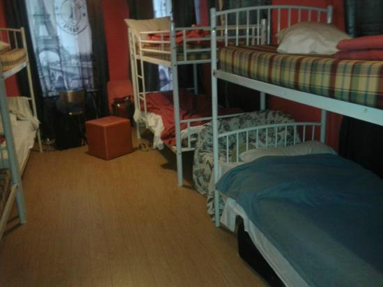Le Village Hostel: Quarto com 8 camas