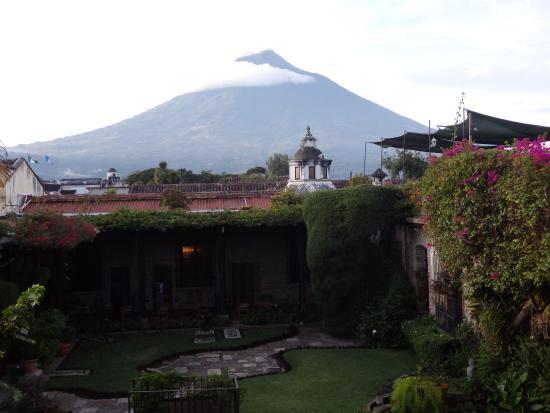 Hotel Posada de Don Rodrigo: Hotel Posada D.Rodrigo, vista al Volcán Agua