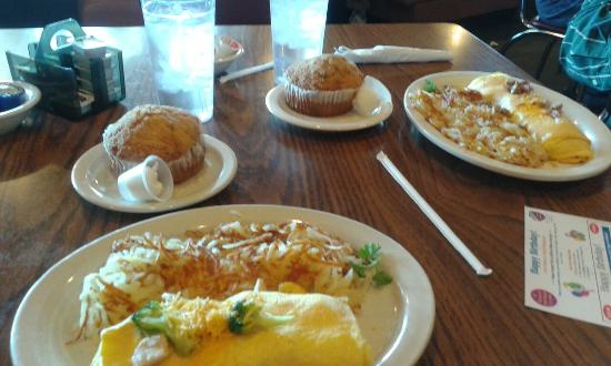 Mohnen's Darboy Family: Our meatlovers & chicken, broccoli,  cheddar omlets, hashbrowns &  muffins   $9each