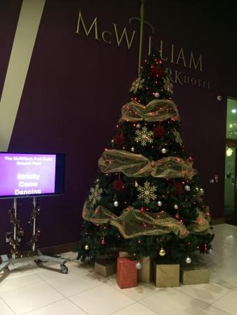 McWilliam Park Hotel: Christmas tree in the lobby