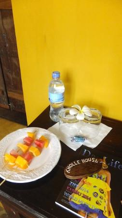 Kholle House: Welcome fruit plate