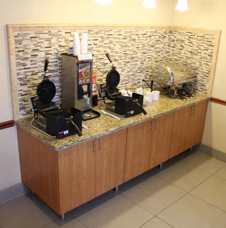 Country Inn & Suites By Carlson, Eagan: Hot Breakfast Station