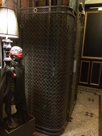 Alba Opera Hotel: L'ascenseur d'époque ��
