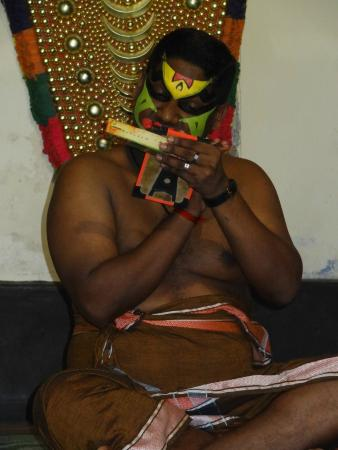 Hotel Travancore Court : Kathakalli (making up)