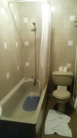 The New England Hotel: Bathroom