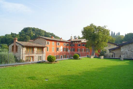 Residence Borgo Mondragon: Borgo